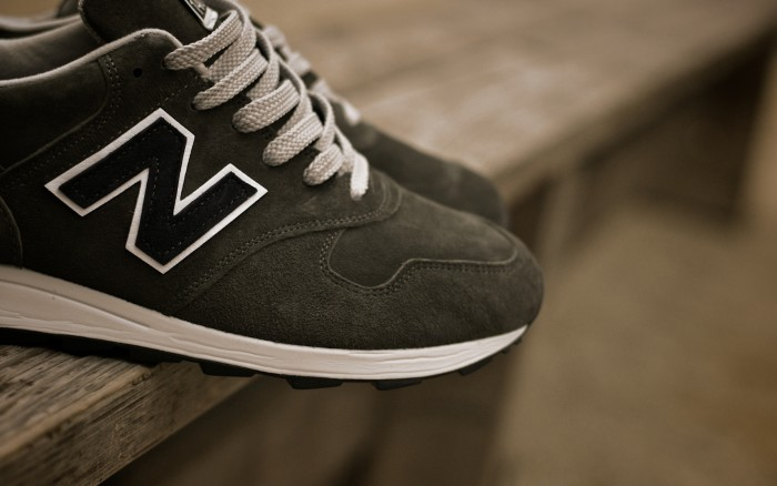 New Balance sneakers wallpaper 1920x1200