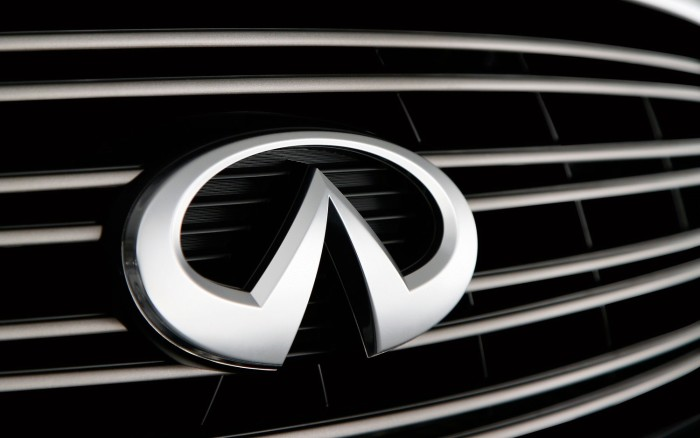 Infiniti logo on the car, wallpaper